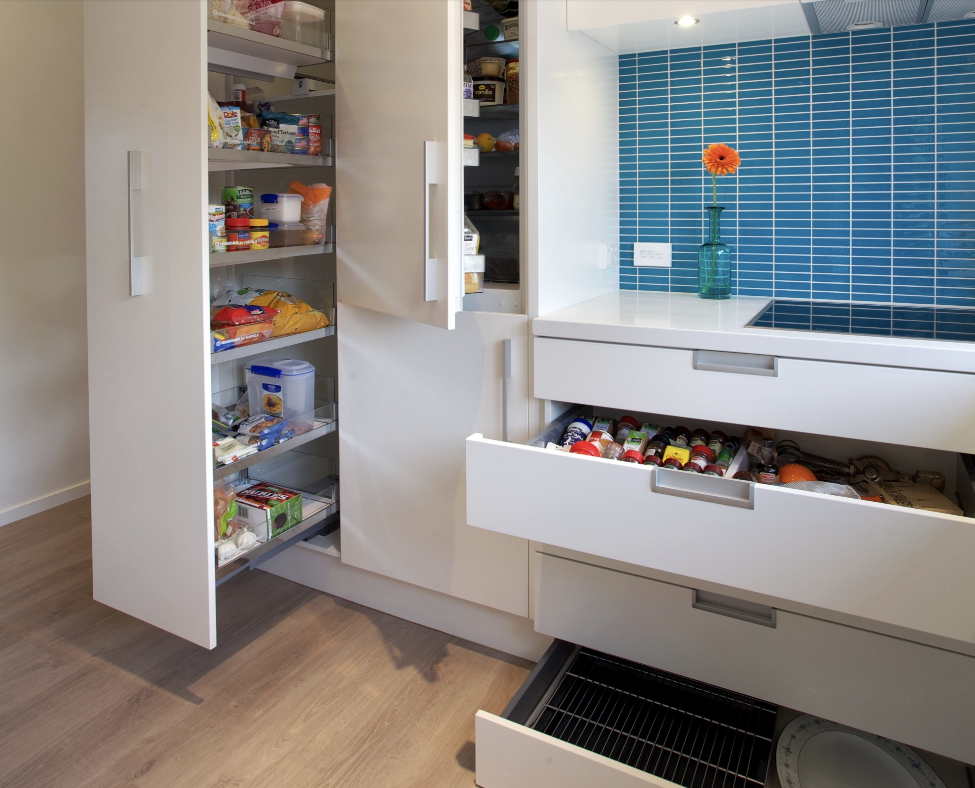 Clever Tips for designing Compact Kitchens
